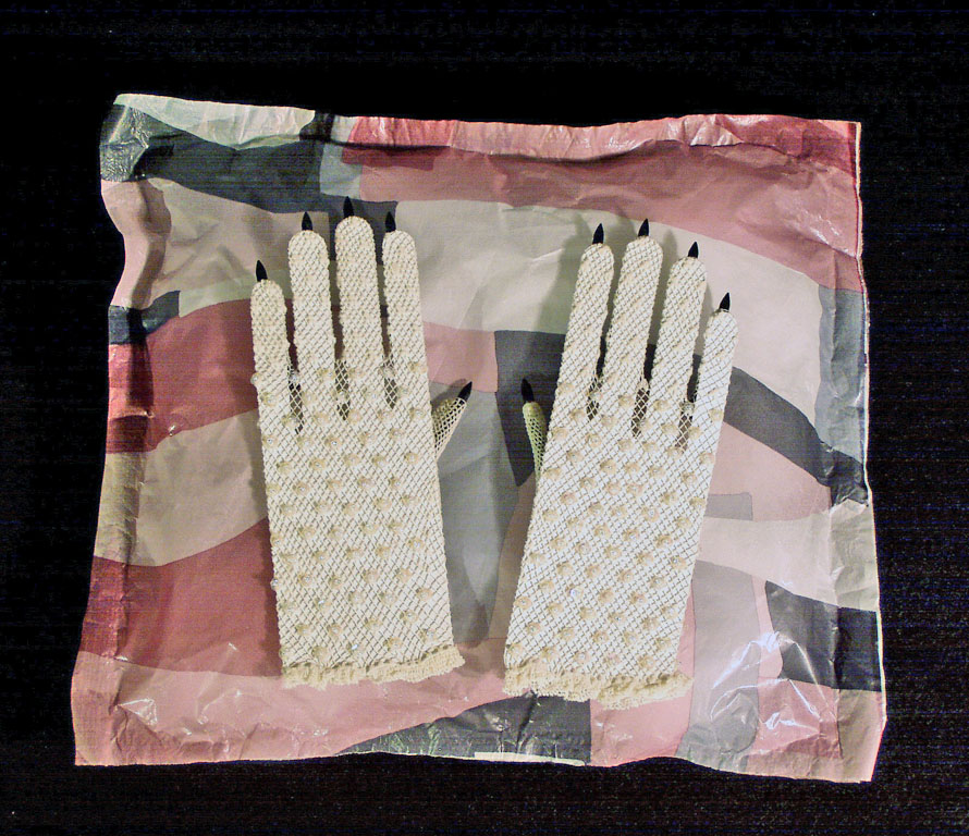 Gloves-black-post